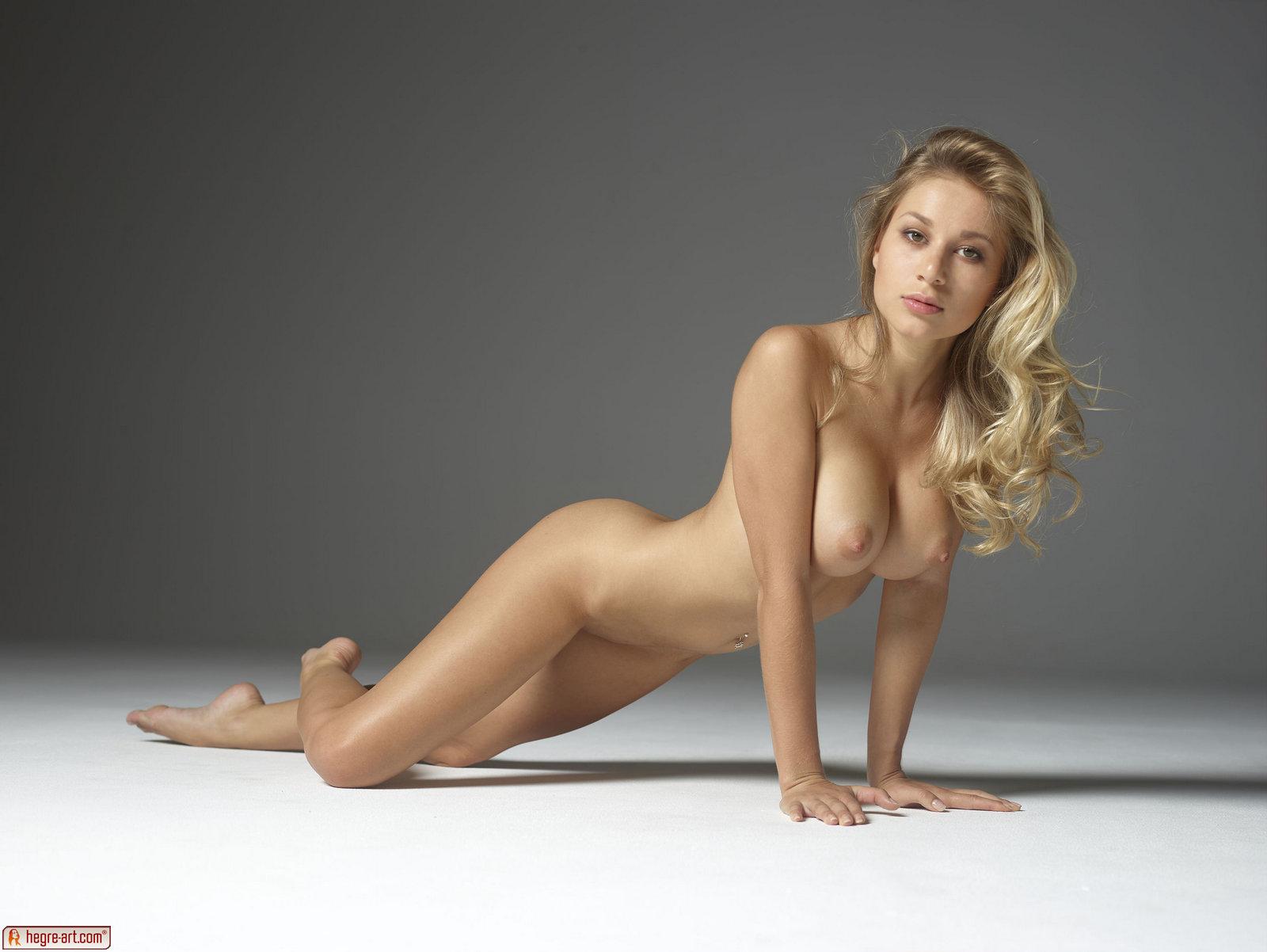 Darina Nude 26