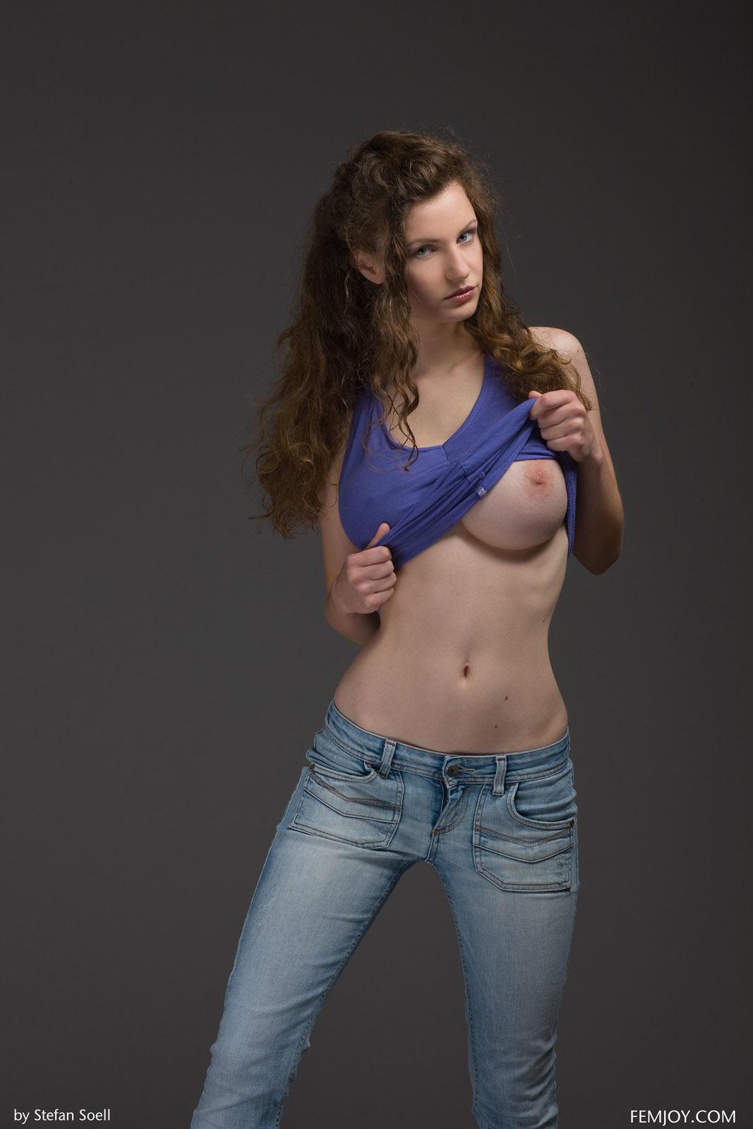 Susann Nude 68
