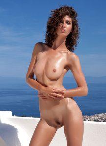 Charlotta jolie brune du site Photodromm