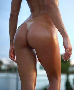 Les superbes fesses d'Amber mannequin Hegre.com