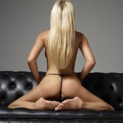 Darina pose nue pour le photographe Petter Hegre