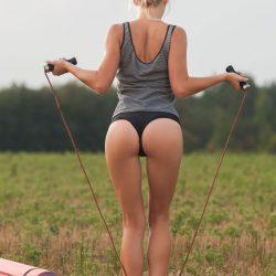 Aislin sportive à l'anus bien serré